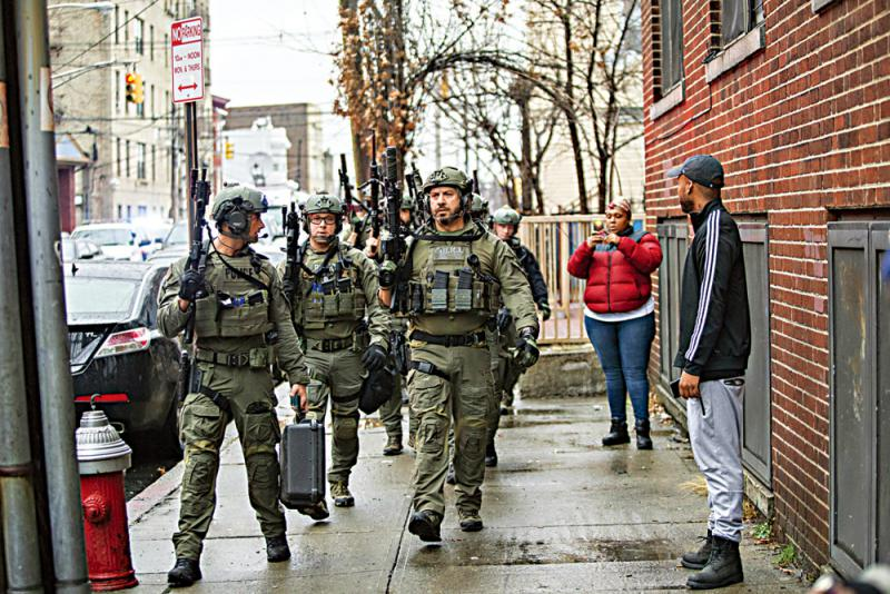 ?纽约附近警匪枪战六死 两兇徒疑针对犹太超市