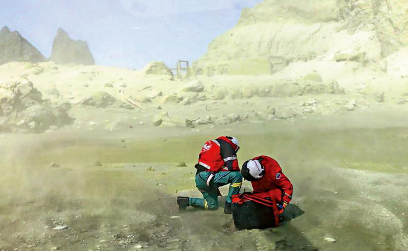 ?纽火山搜救工作受阻 九失踪者身份确定