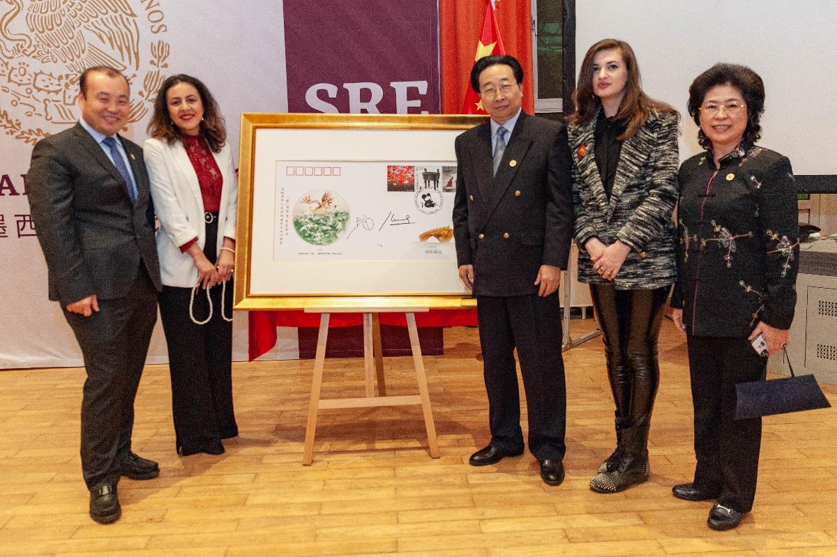 中国-墨西哥纪念封在京揭幕 中墨艺术家联袂创作《融》寓两国友谊绿水长流