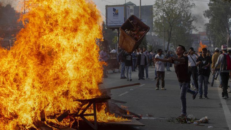 印度示威者上街 5000军警平乱