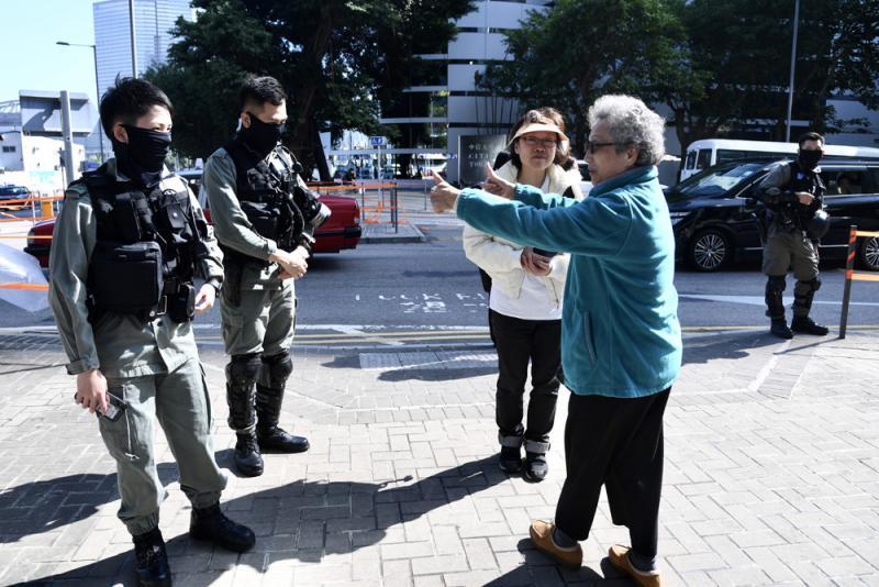建制派:警队抗暴半年 加薪有理