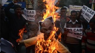 印度骚乱至六死 断网令持续五天