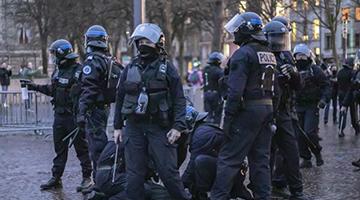 法国政府与工会谈判未破僵局 大罢工恐将延续至明年