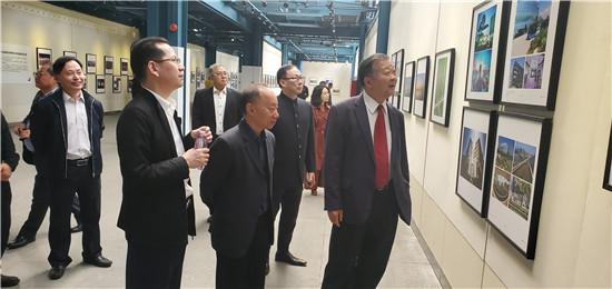 ?《镜头下的湾区》摄影展广州、中山成功展出,碧桂园扶贫项目入选获赞明年3月香港展出