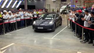 首批國產特斯拉Model 3在上海超級工廠正式交付