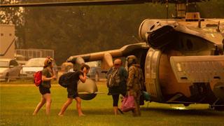 澳洲山火恐烧数月 民众归家无期