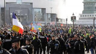 法国大罢工满月 巴黎再爆警民冲突