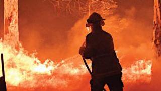 澳洲180人涉纵火被捕 山火浓烟飘至南美