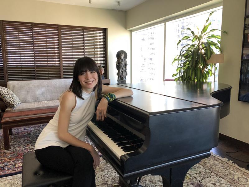 ?人物专访/光脚弹奏的钢琴家爱丽丝