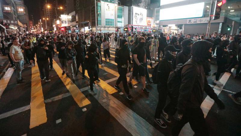 港府:施行《禁蒙面法》阻暴乱升级 不抵触基本法