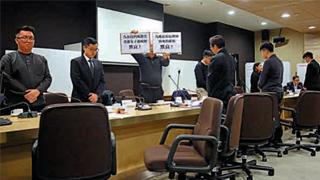 """?九龙城区议会玩""""灭声"""" 泛暴派熄建制咪"""