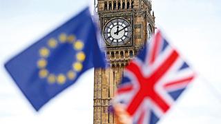 英国议会下院三读通过首相脱欧议案