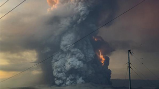 ?菲塔尔火山爆发 45万人撤离