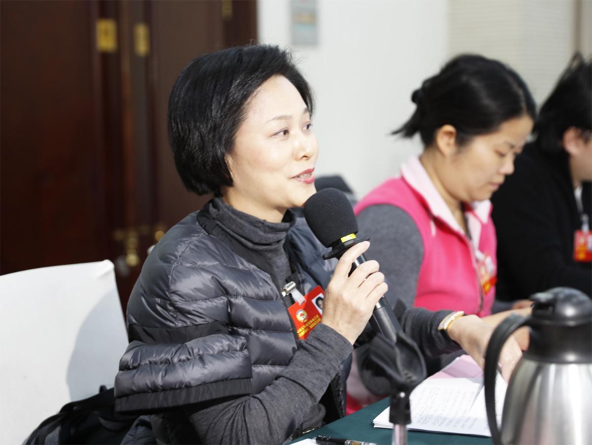 委员吁赣港合作开展爱国主义教育 触港青灵魂