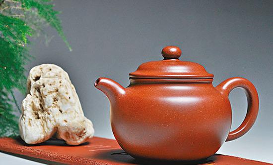 紫砂壺攜茶而美 化泥為「金」 製出材質的生命意向