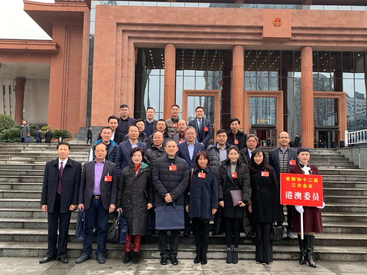 贵州省政协十二届三次会议上港区委员积极建言献策