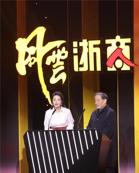 """宗庆后宗馥莉父女再同台 为""""2019风云浙商""""开奖"""