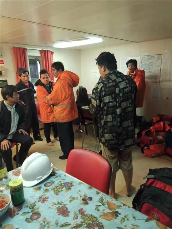 福建海上搜救中心成功救获10名缅甸籍船员