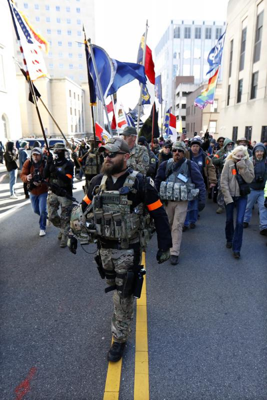 ?美弗州2万人大集会 抗议民主党控枪