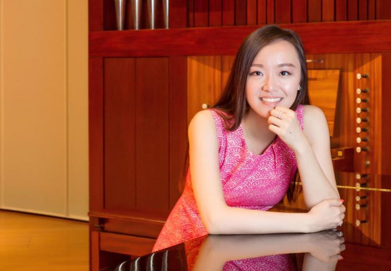 ?鄺勵齡 香港女高音