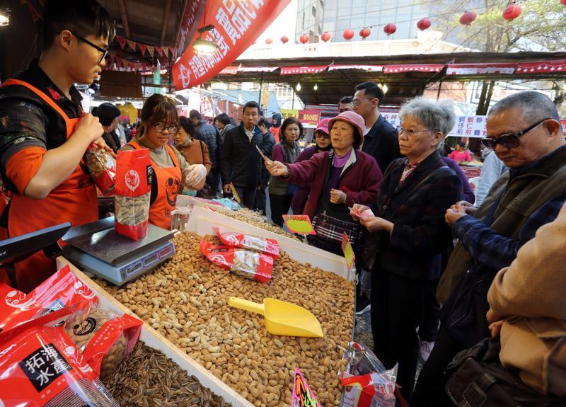 ?经济不景 台北年货街生意少两成