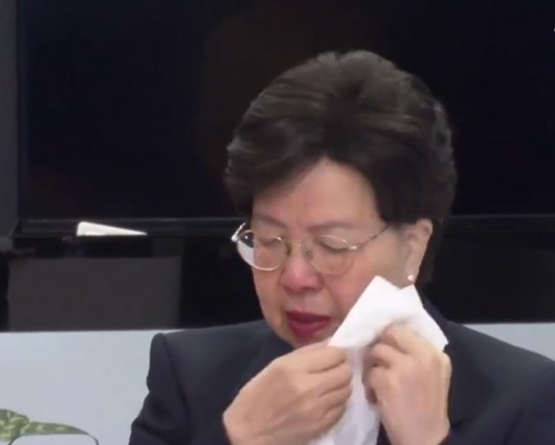 ?陳馮富珍三度落淚 向中國醫護致敬
