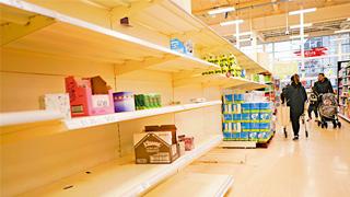 英国推升级版防疫措施:关闭大部分商店 禁止集会三周