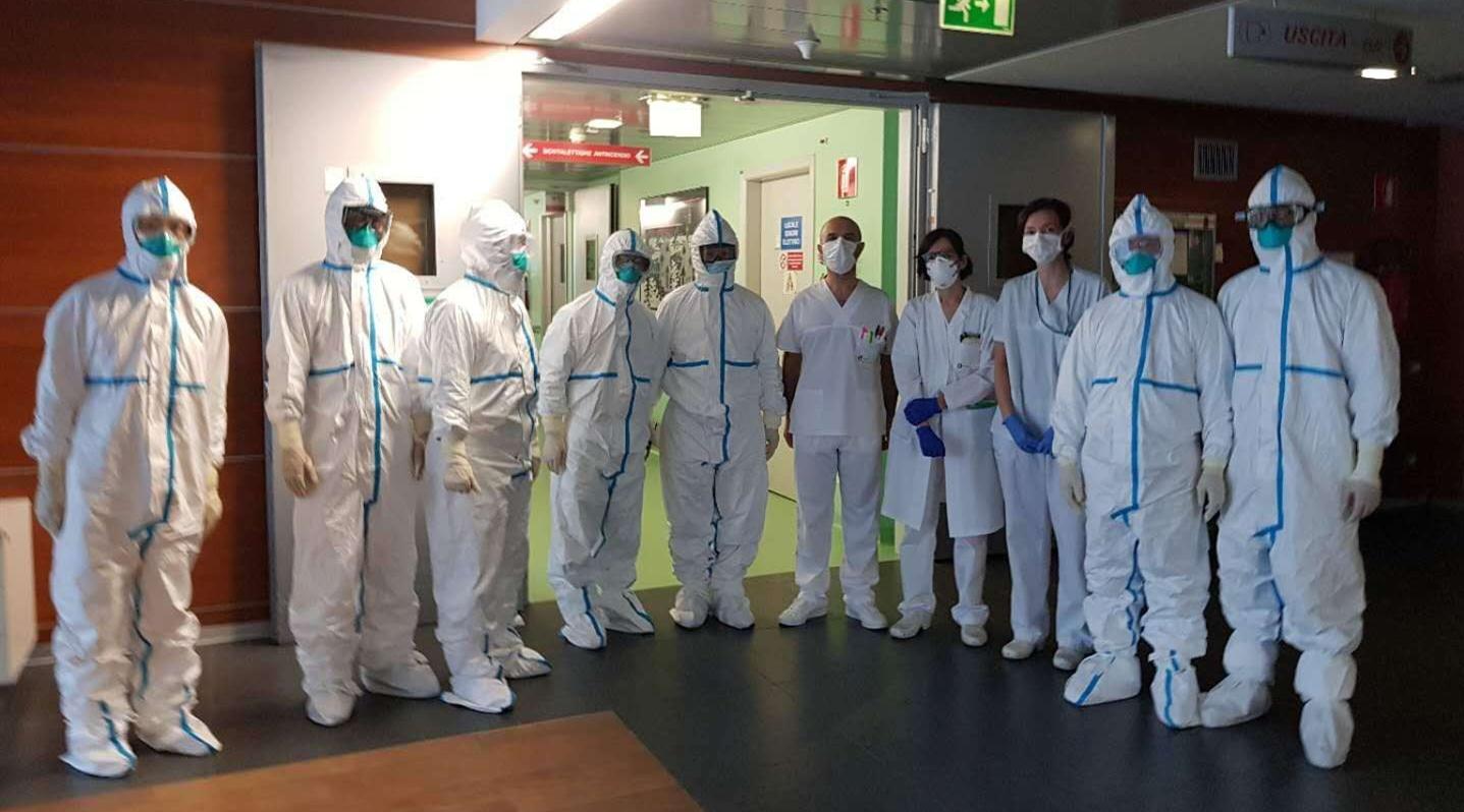 中国医疗专家组探访意大利传染病房 全方位分享中国经验