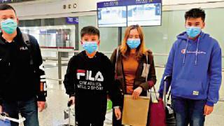 政府第二批包机载281滞鄂港人回家