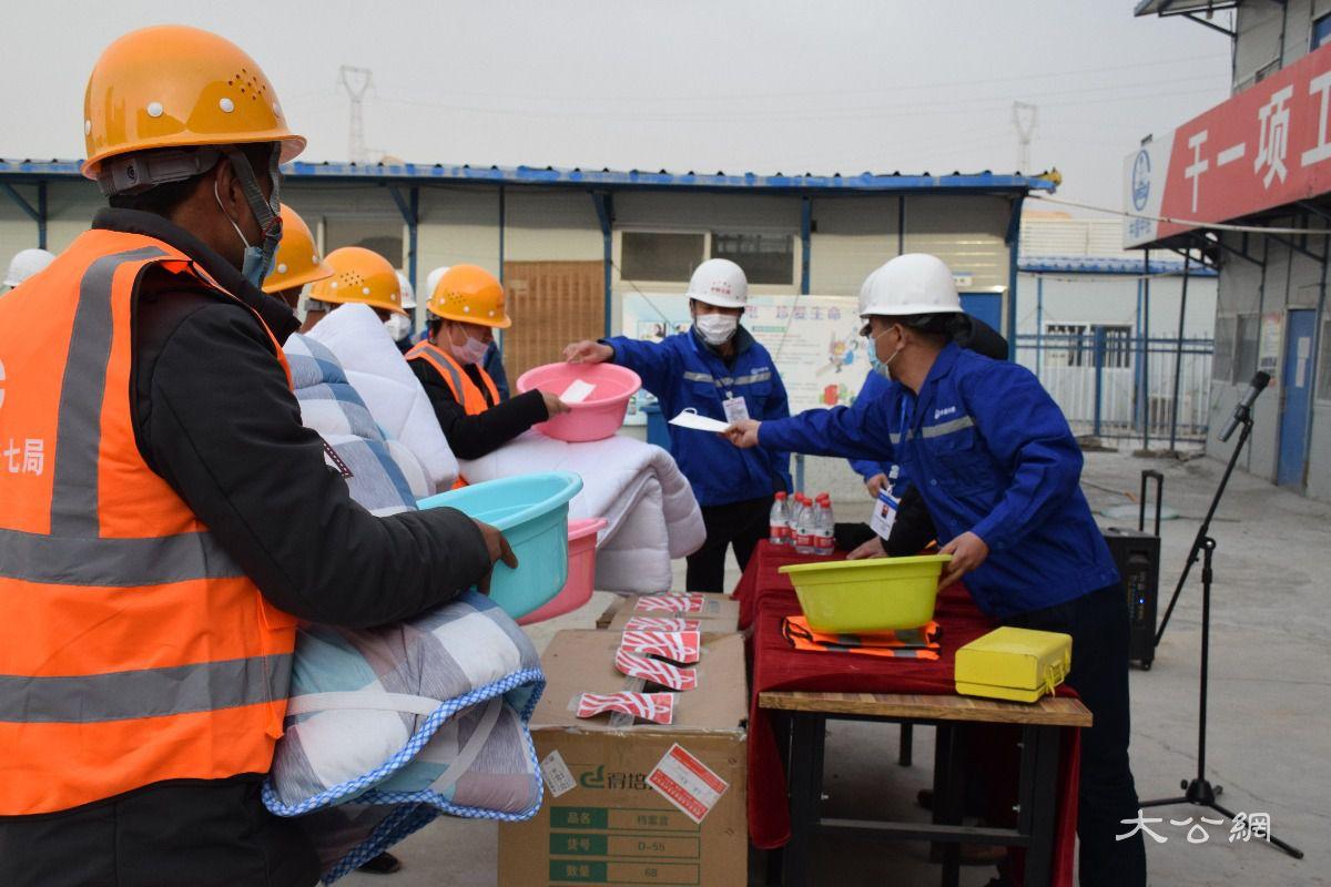 中铁七局中兰客专项目积极吸纳陇贫困人员就业