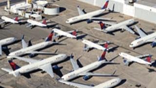 美国总统:考虑停飞国内疫情热点地区航班