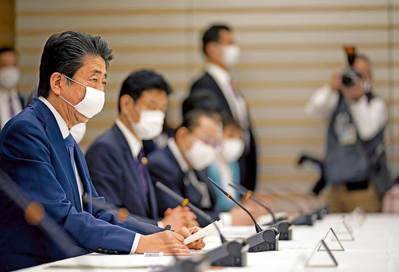 日本、中国香港、新加坡确诊病例走势