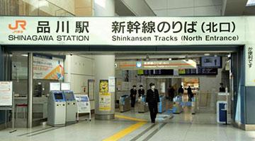 """东京等地进入紧急状态 安倍吁城里的年轻人""""别回老家"""""""