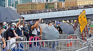 暴乱港警方拘捕7613人 暴徒最少掷5000汽油弹