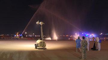 """伊拉克以""""过水门""""仪式迎接中国第二批援助物资"""