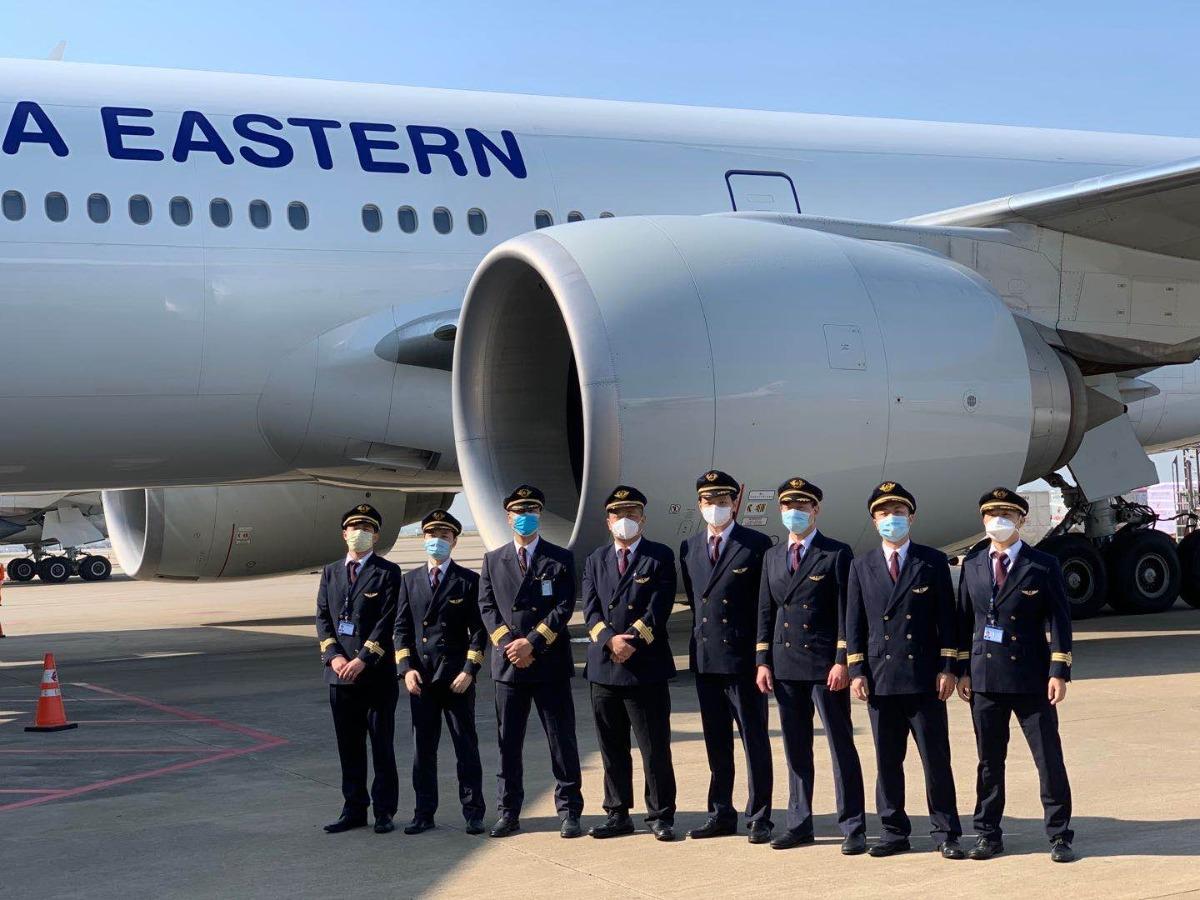 东航临时航班接184名留学生从伦敦抵沪