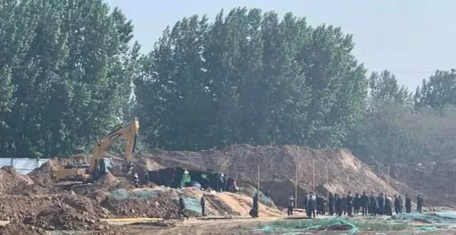 香港文汇报:河南一小区土方惊现4童尸