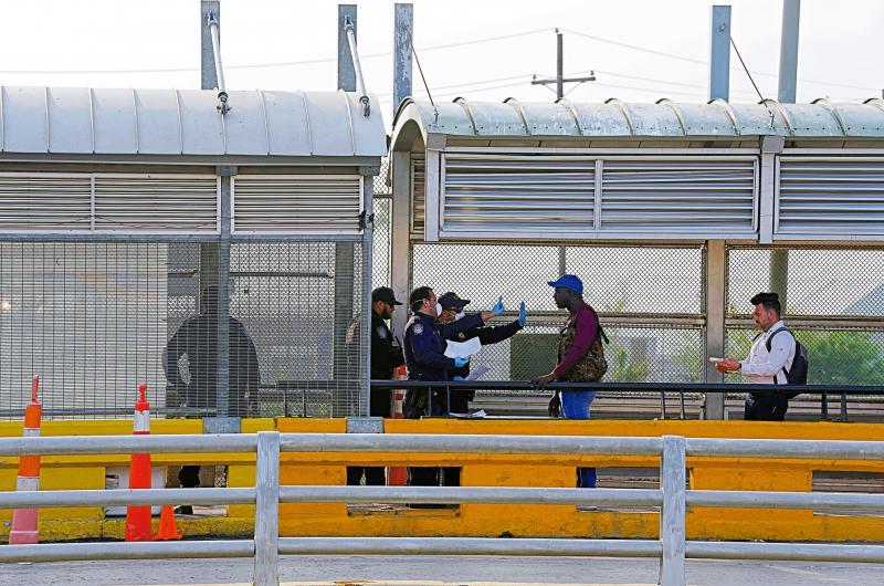 史无前例 特朗普暂停移民入境