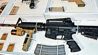警搜全港多处 检五长短枪拘三人