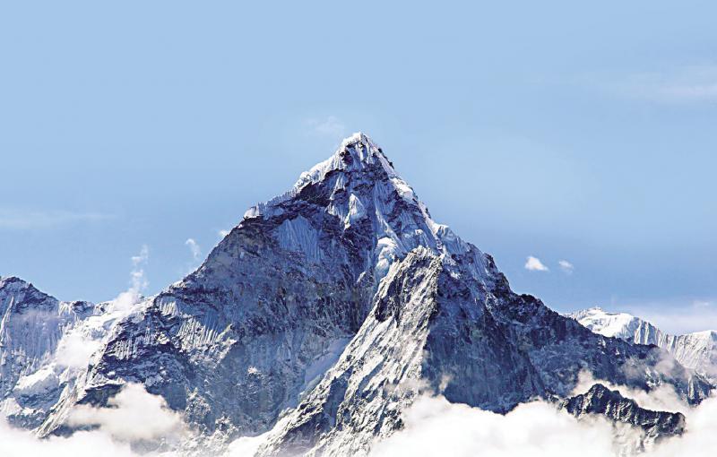 珠峰之巅唤北斗 世界屋脊度身
