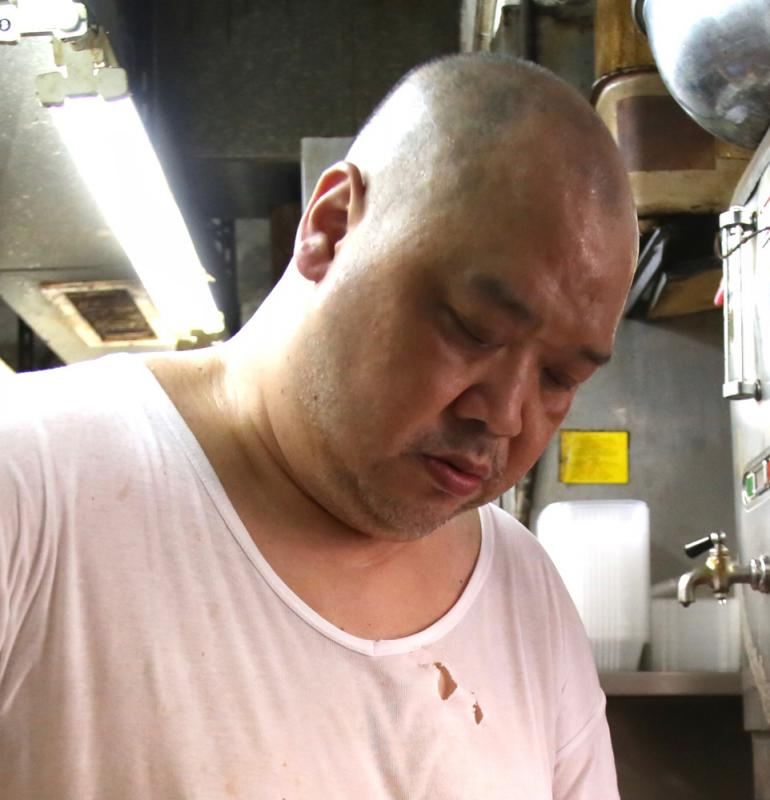 半价招待 派发口罩 食肆老闆:香港需要正能量