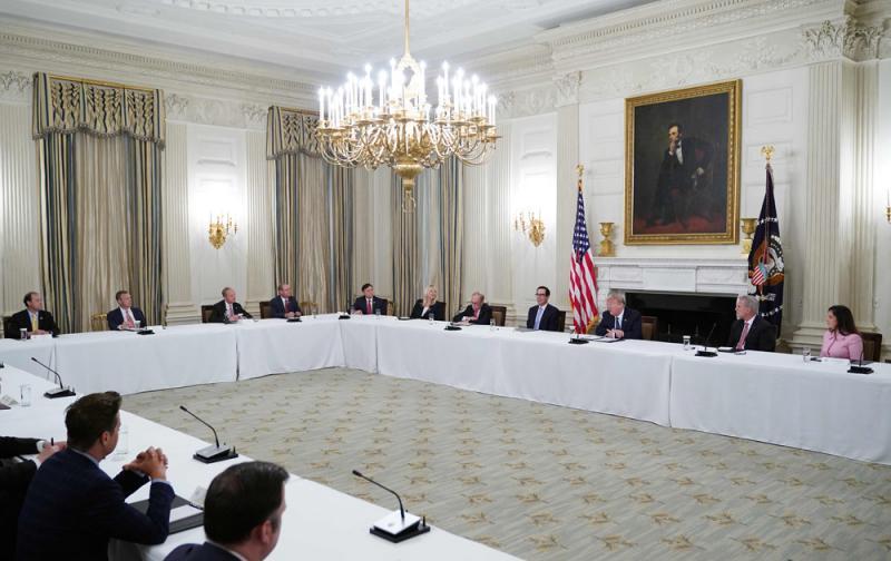 白宫多人确诊 高官仍拒戴口罩