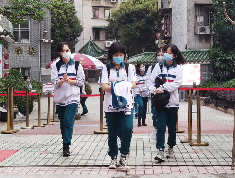 ?粵550萬中學生返校 港生做足防備