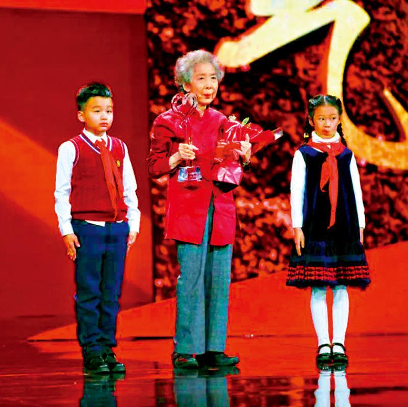 本港台在线直播软件伍淑清感动中国 爱青年更爱香港