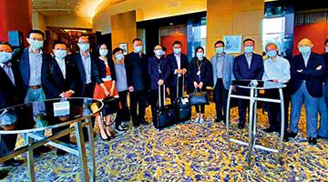 近200港区代表委员通过检疫今日赴京