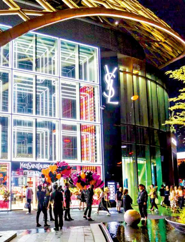 ?圣羅蘭垂青羊城 彩妝店全球驚艷