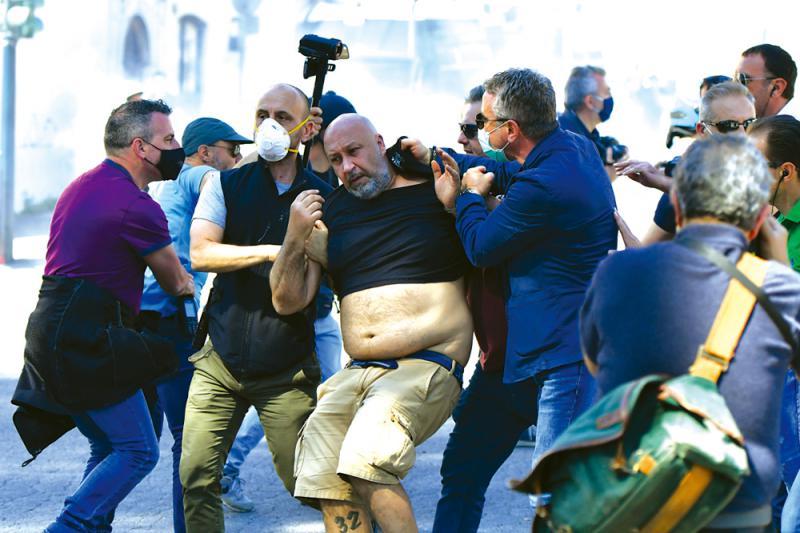 ?羅馬示威釀騷亂 警出動水炮車