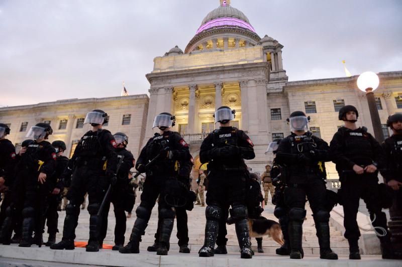 ?特朗普�99%警察都↑是好人