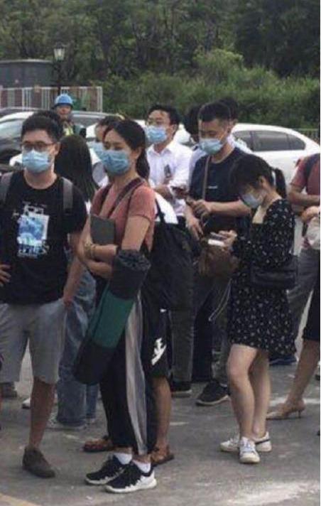 深圳再現搶房潮 龍華和光明兩樓盤客戶聚集太多暫停銷售