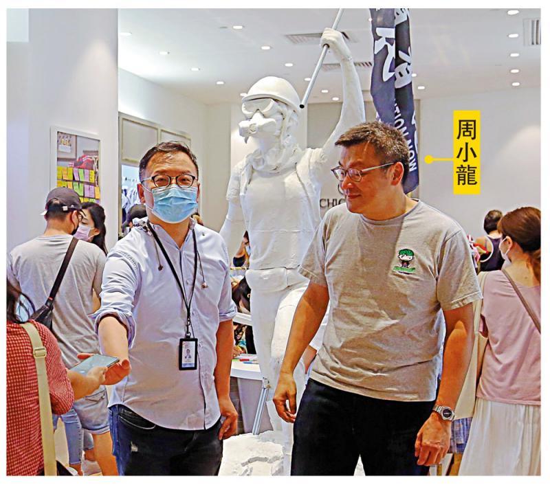 ?童裝店擺兩米暴徒雕像 家長杯葛/大公報記者 方中隆(文) 凱 揚(圖)